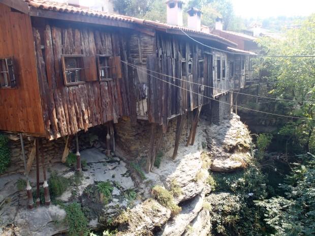 Les maisons en bois nommées Konak