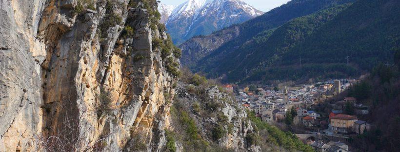 vue aérienne de La Brigue, un village authentique, ou traditions rime avec pépites à découvrir